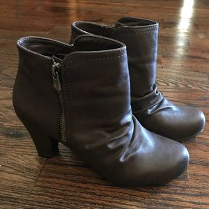 Size 7 brand new condition Fergie ankle boots.